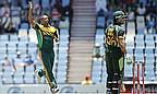 Vernon Philander takes a wicket