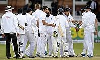 England and Sri Lanka players shake hands