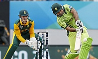 Sarfraz Ahmed hits out as Quinton de Kock looks on