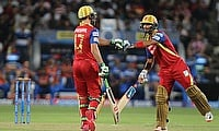 AB de Villiers (left) and Mandeep Singh (right) put on a 113-run stand as Royal Challengers Bangalore defeated Rajasthan Royals by 71 runs in the elim