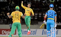 Sunil Narine (centre) celebrating the wicket of Kevin Pietersen.