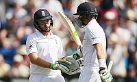 Ian Bell finds support from Joe Root