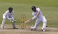 England on course for historic win despite de Villiers resistance