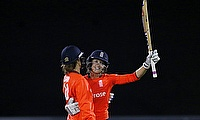 Sarah Taylor leads England to win with an unbeaten fifty