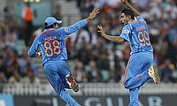 Ravi Jadeja and Ravichandran Ashwin celebrate a wicket