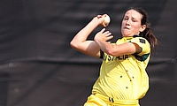 Schutt, Villani keep Australia alive with a dominant victory