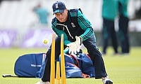 Jos Buttler to undergo scans after thumb injury