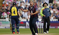Rory Kleinveldt (centre) of Northamptonshire Steelbacks needs five more scalps to complete 100 wickets in T20 games.