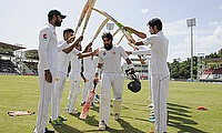Misbah ul Haq (centre) given a guard of honour from his team mates