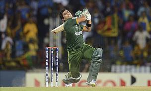 Akmal Brothers Keep Pakistan Fighting