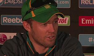 Record-Breaking De Villiers Keeps South Africa On Top