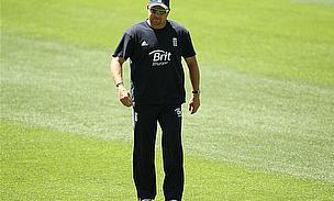 Bowling Coach Saker Extends Contract With England