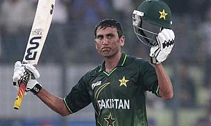 Younus Leads Pakistan Battle To Get On Terms
