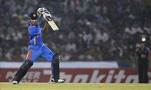 IPL 2012: Chandila Hat-Trick As Royals Keep Play-Off Hopes Alive