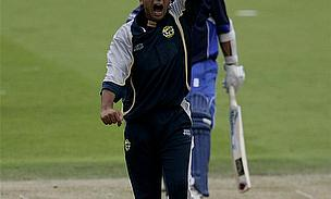 Mahmood Downs Hampshire To Send Auckland Through