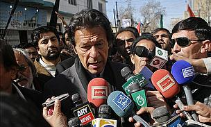 Imran Khan Backs Under Fire Skipper Dhoni
