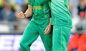 Dale Steyn and AB de Villiers celebrate a wicket