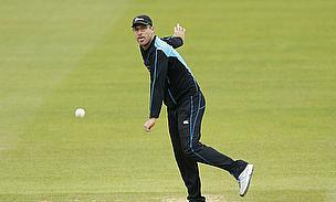 Daniel Vettori bowls