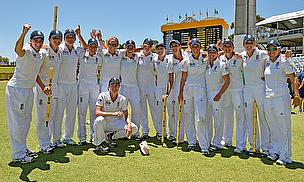 England celebrate winning The Ashes Test in Perth