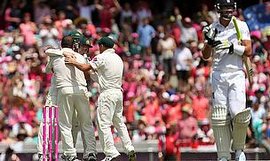 Australia celebrate the wicket of Kevin Pietersen