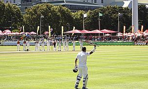 Graeme Smith acknowledges the crowd