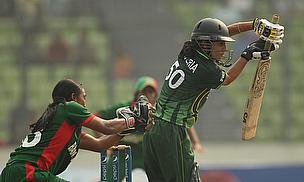 Javeria Khan bats