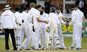 England and Sri Lanka players shake hands