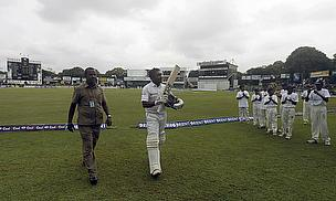 Mahela Jayawardene waves farewell