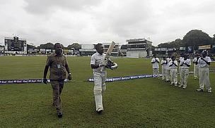 Mahela Jayawardene waves farewell