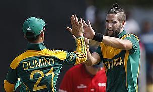 JP Duminy and Wayne Parnell celebrate a wicket