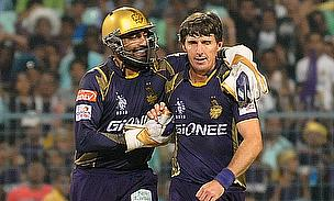 Robin Uthappa (left) in conversation with Brad Hogg (right) during the encounter between Kolkata Knight Riders and Sunrisers Hyderabad.