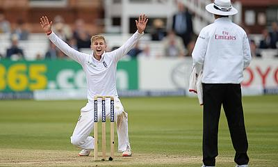 Joe Root appeals for a wicket