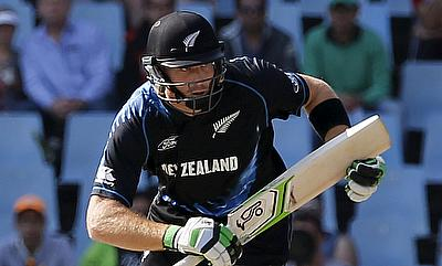 Martin Guptill continued his rich vein of form as New Zealand defeated South Africa in the second T20I by 32 runs.