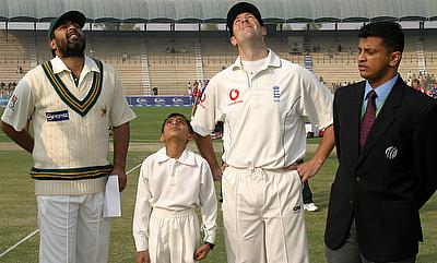 Roshan Mahanama (right) officiating in a Test match between Pakistan and England in Multan in 2005.
