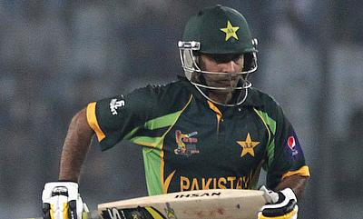 Hafeez slams century as Pakistan outclass England by six wickets