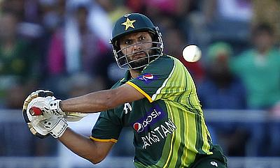 England overcome Afridi blast to wrap up series