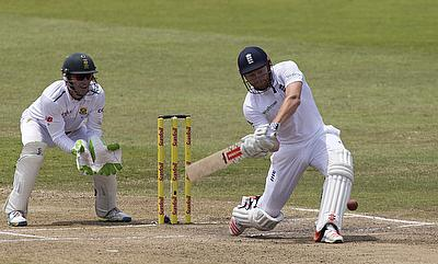 England on course for historic win despite de Villiers resistance