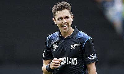 New Zealand hold nerve in tight finish against Sri Lanka