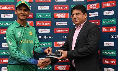 Hasan Mohsin (left) awarded with the man of the match award.