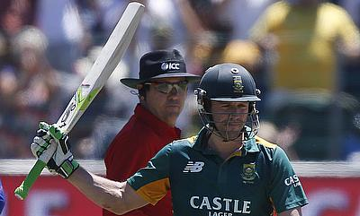 AB de Villiers' (right) fifty came in just 21 deliveries.