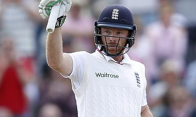 Ian Bell hits timely hundred for Warwickshire