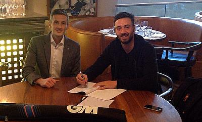 James Vince signs his new deal with Gunn & Moore alongside Product Manager Tom Coffey