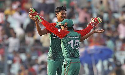 Mustafizur, Warner star in dominant win for Sunrisers Hyderabad
