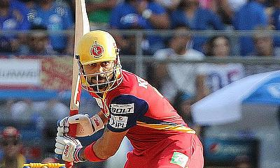 Virat Kohli went on to become the first batsman to score over 900 runs in an IPL season.