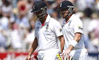 Jonathan Trott (left) and Ian Bell added 116 runs for the third wicket for Warwickshire.