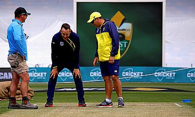 Faf du Plessis (centre) has a look at the pitch for the Hobart Test