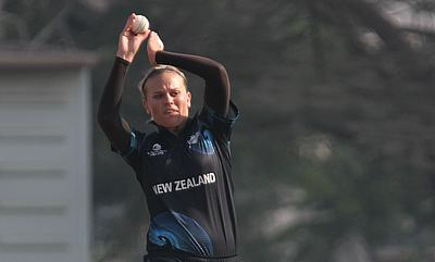 Lea Tahuhu picked three wickets for New Zealand.