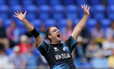Daniel Vettori has signed a three-year contract with Middlesex