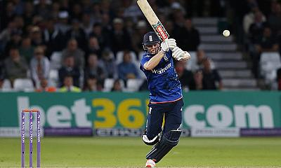 Chris Woakes scored an unbeaten 47 and also picked two wickets