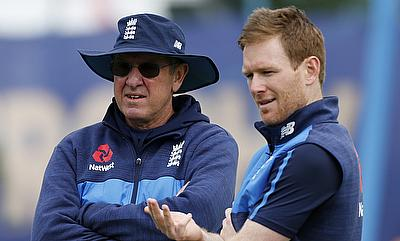 Trevor Bayliss (left) and Eoin Morgan discussing during a practice session